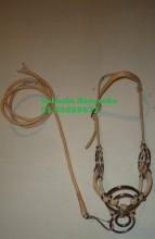 Cabresto argolado com corda trançada a mão, mosquetão e ferragens em aço inox.